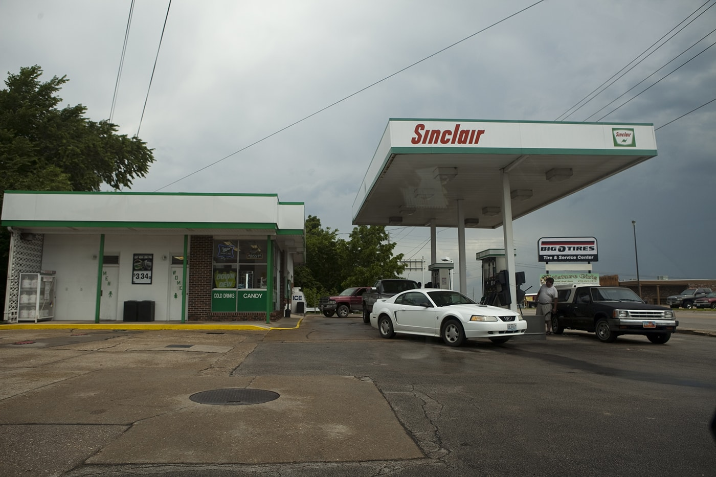 Sinclair gas station without a dinosaur in Missouri